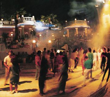 Bodrum'un renkli gece hayatı