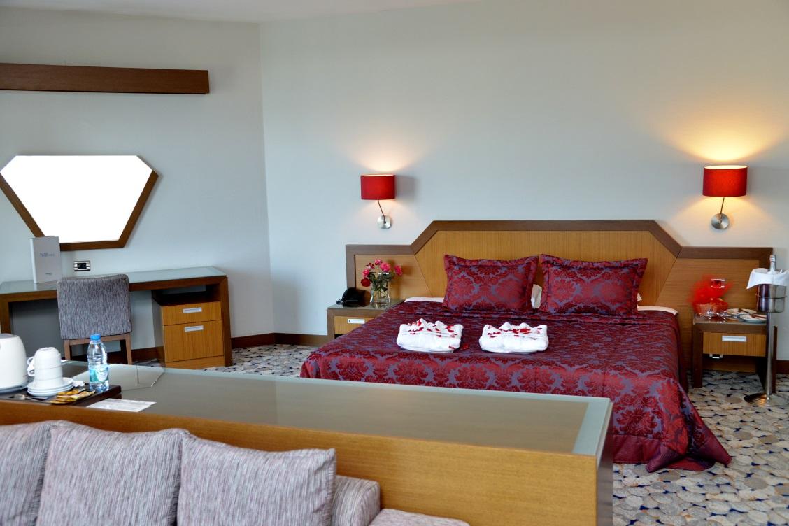 Geniş Çift Yataklı Oda