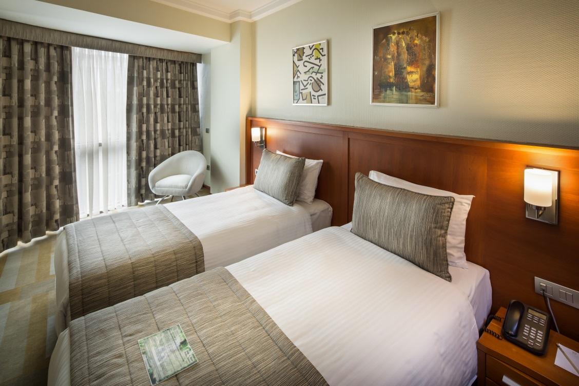 İki Yataklı Duşlu Oda